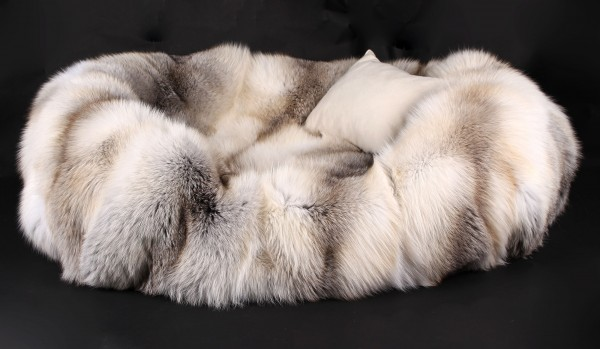 Dog Bed from Scandinavian Fawnlight Foxes (SAGA Fur)